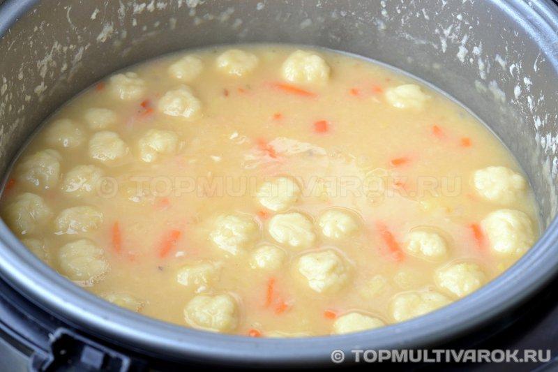 Гороховый суп с клецками в мультиварке